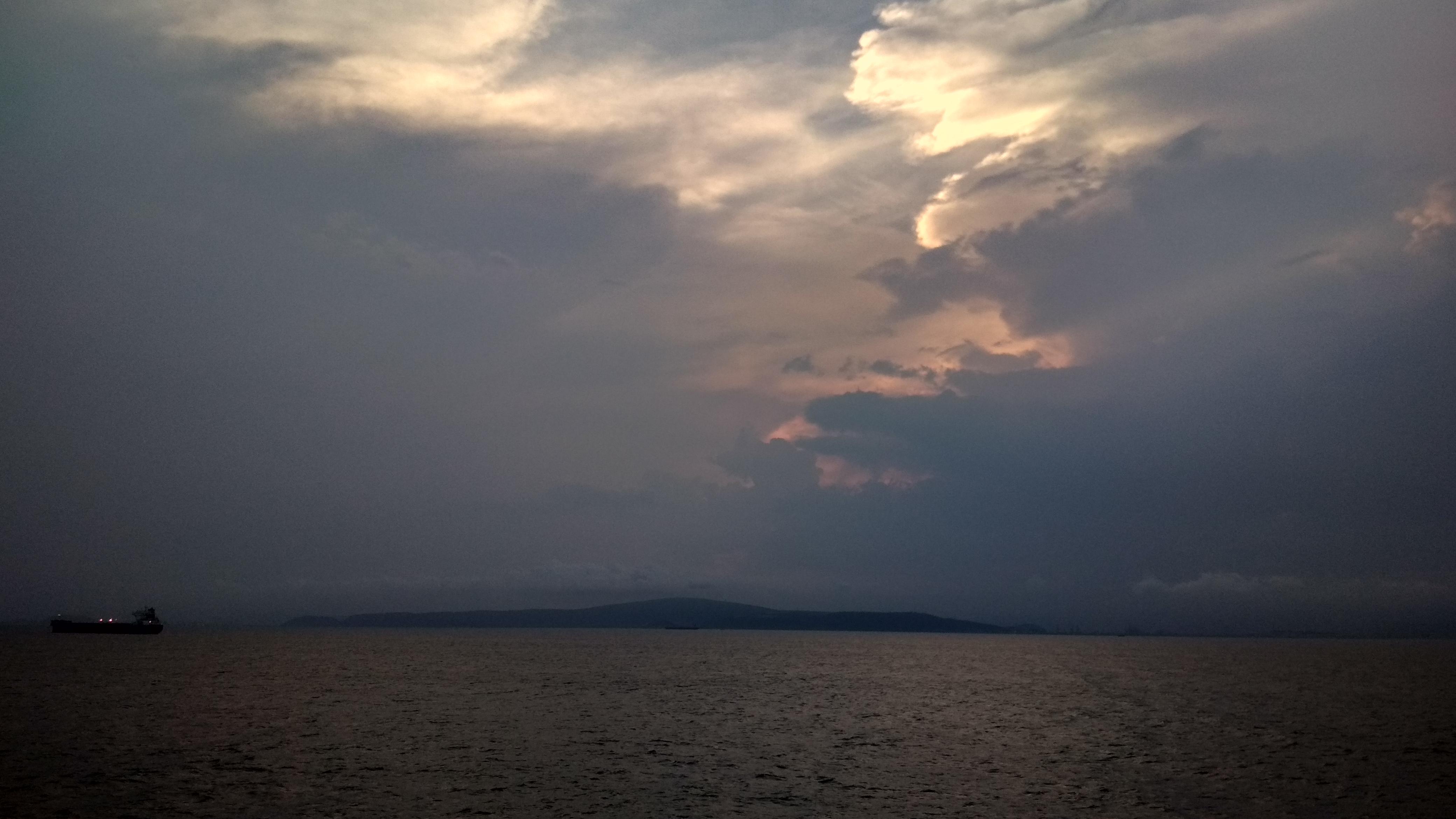 Mariner Lightnening DeepBluesea HillsShipEveningSea