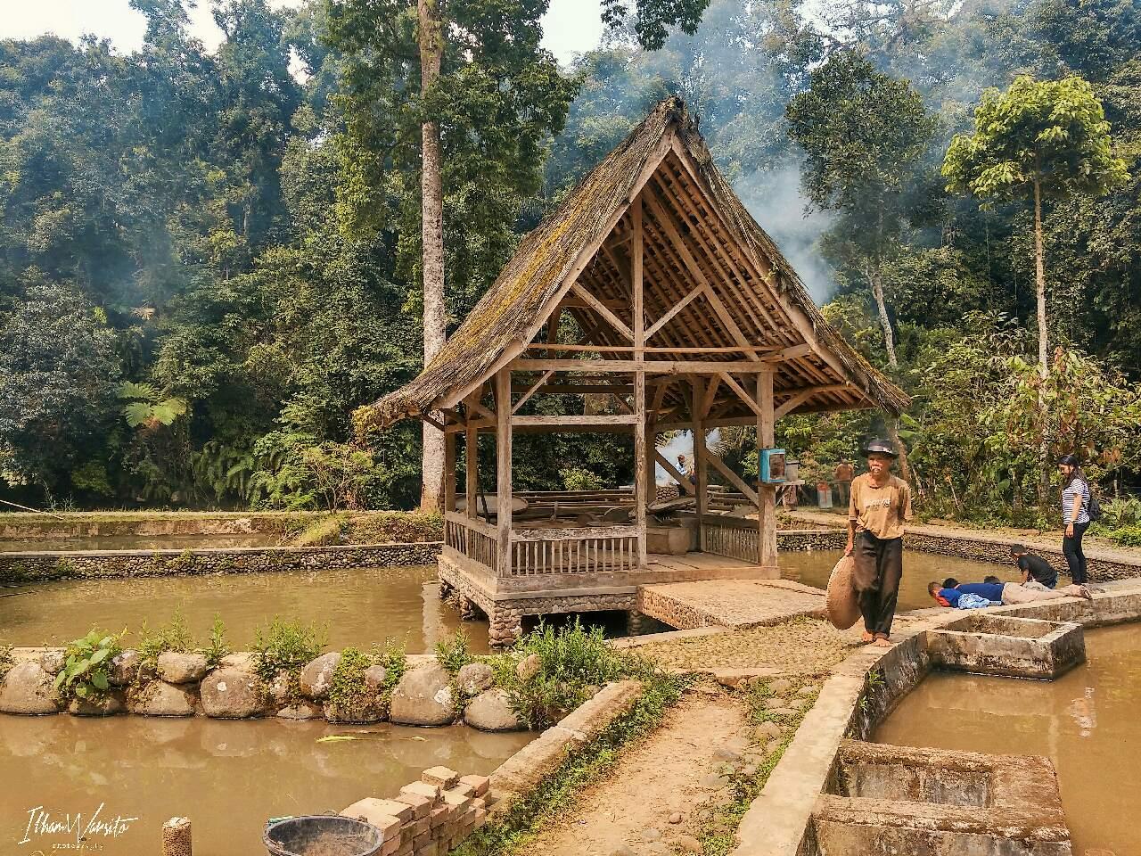 Kampung Naga.Sebuah tempat Destinasi desa wisata yang ada di ...