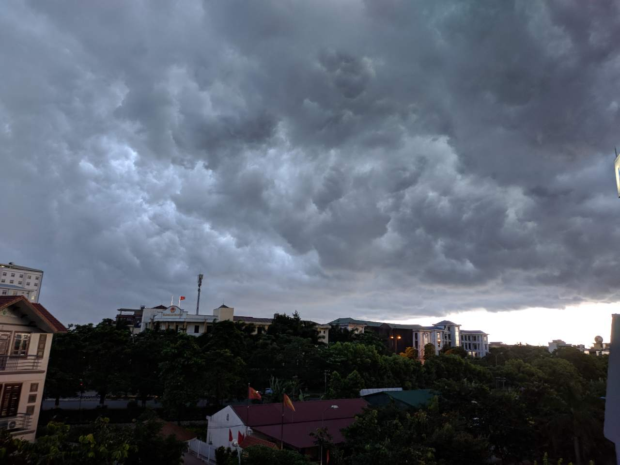 cơn mưa đầu mùa mưa