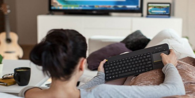 Logitech K400 : Wireless Touch Keyboard with Multi-Touch