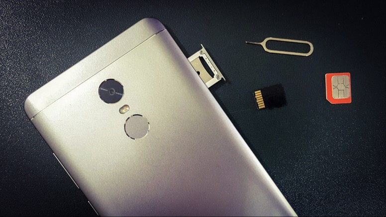 How to open SIM card slot if you don't have a SIM tool - Tips and Tricks -  Mi Community - Xiaomi