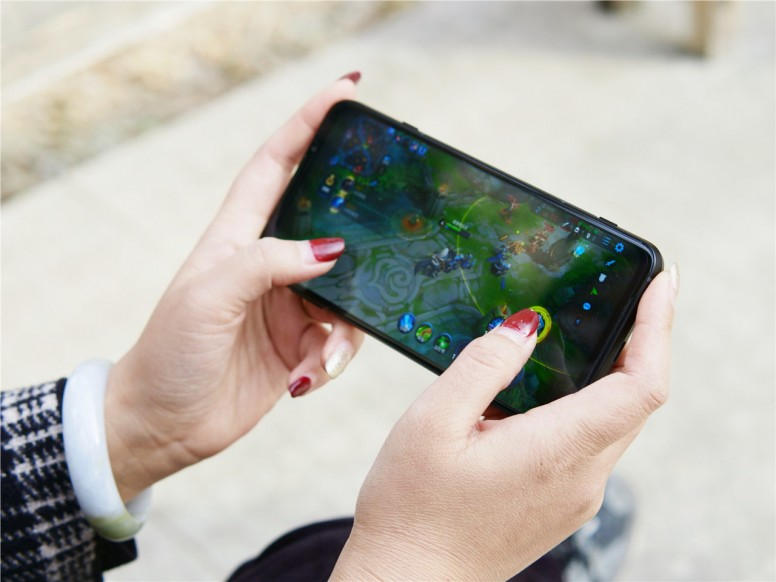 Mở hộp & trên tay điện thoại chơi game Xiaomi Black Shark 3